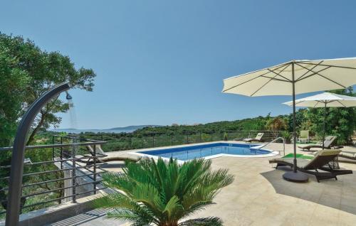 The swimming pool at or close to Villa Nela