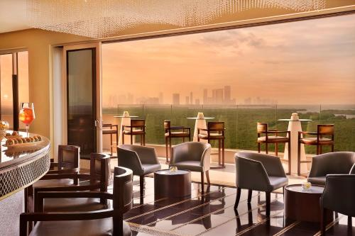 A restaurant or other place to eat at Anantara Eastern Mangroves Abu Dhabi