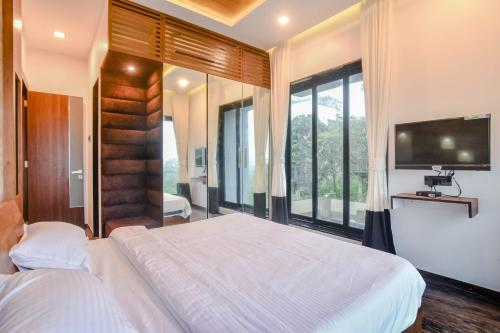 A bed or beds in a room at Shalimar Grand