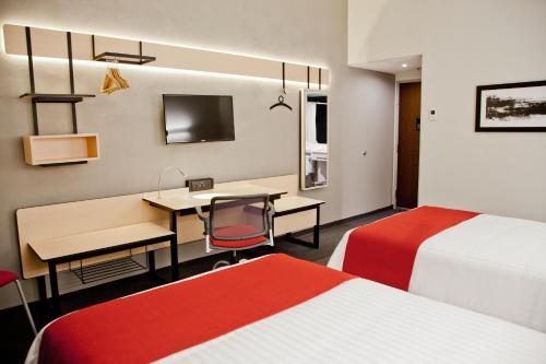 Cama o camas de una habitación en City Express Oaxaca