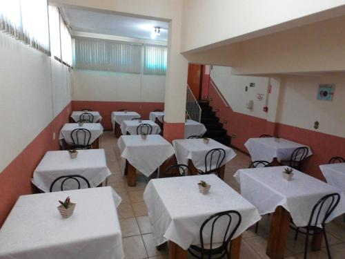 A restaurant or other place to eat at Paulínia Park Hotel