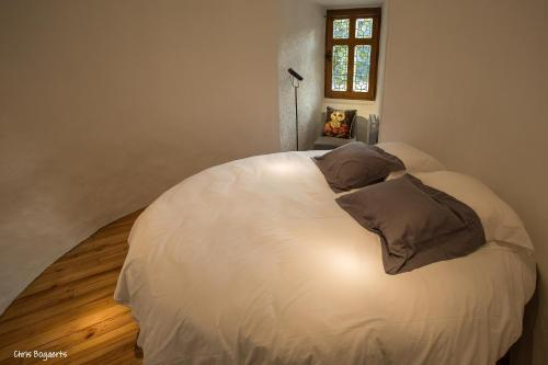 A bed or beds in a room at Chateau De Val