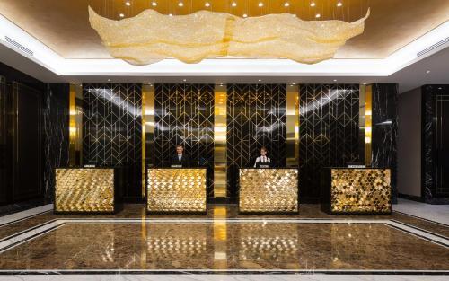 Lobby/Rezeption in der Unterkunft Lotte Hotel Samara