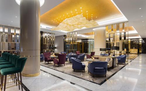Lounge oder Bar in der Unterkunft Lotte Hotel Samara