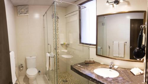 A bathroom at Chalet Islamabad