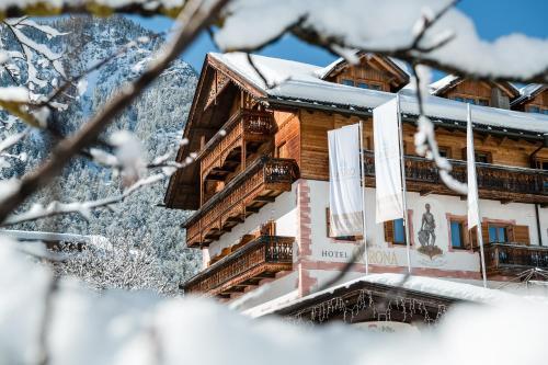 Kristallhotel Corona-Krone im Winter