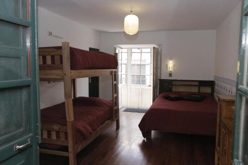 Ein Etagenbett oder Etagenbetten in einem Zimmer der Unterkunft Hostel Casa Blanca Potosi
