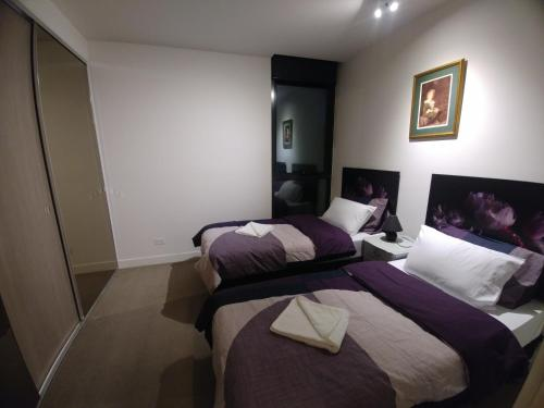 A bed or beds in a room at Camberwell Burke Road Apartment