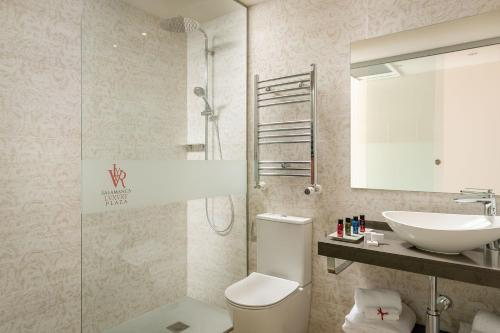 A bathroom at Salamanca Luxury Plaza