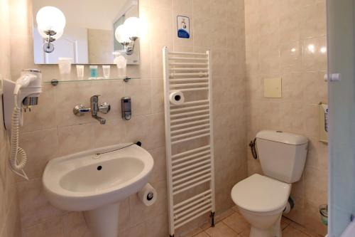 A bathroom at Hotel Bohemia