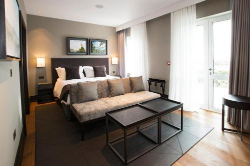 A seating area at Twr y Felin Hotel