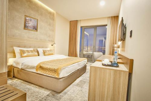 A bed or beds in a room at Ameri Plaza Tbilisi