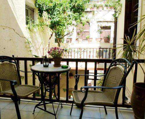 A balcony or terrace at Madonna Studios
