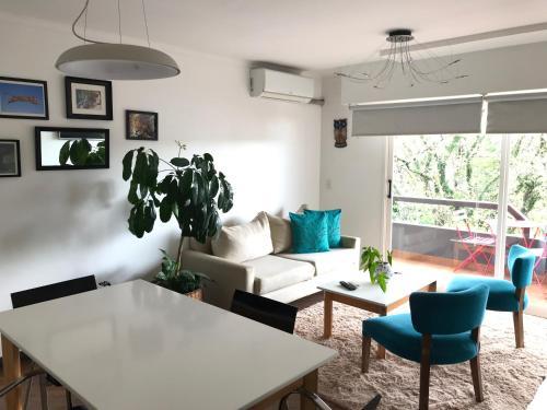 Coin salon dans l'établissement Marín Apartments