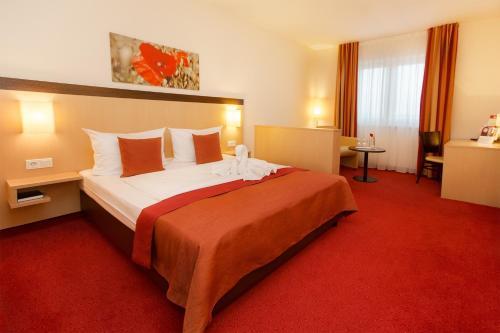 Ein Bett oder Betten in einem Zimmer der Unterkunft Montana-Hotel Ellwangen