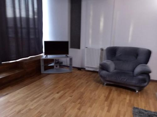 Uma área de estar em Apartment on Uzeyir Gadjibeyli Street Formula 1