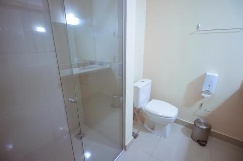 A bathroom at Rota Hotéis Mineiros