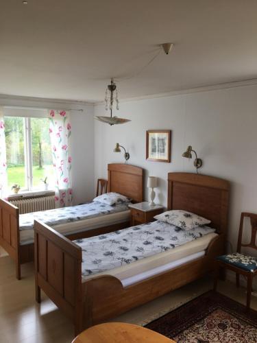 Säng eller sängar i ett rum på Marielund Gård