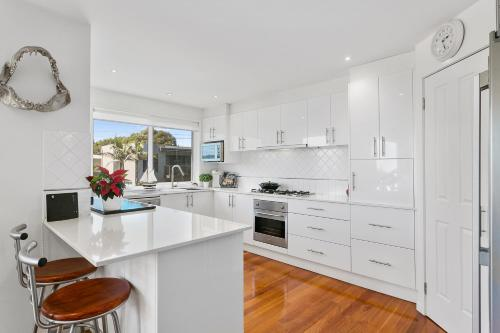 A kitchen or kitchenette at Tranquil Shores - Safety Beach