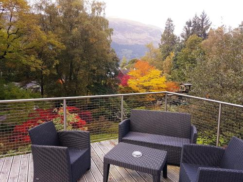 A balcony or terrace at Invergloy Riverside Lodges