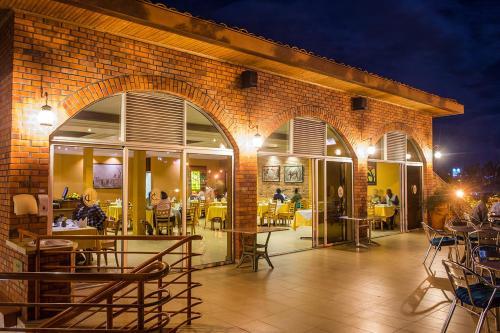 ホテル シェー ランドにあるレストランまたは飲食店