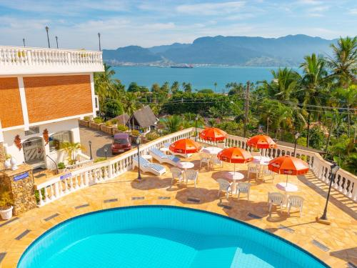 A view of the pool at Hotel Guanumbis or nearby