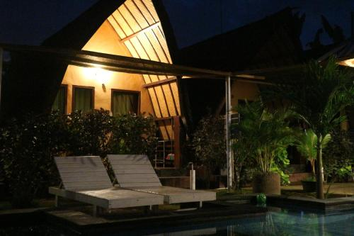 The swimming pool at or close to Gili Cemara Bungalows