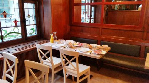 Ein Restaurant oder anderes Speiselokal in der Unterkunft Tell Apartments Stans