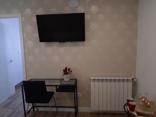 Una televisión o centro de entretenimiento en H.Albar Mieres