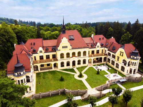 Letecký snímek ubytování Rubezahl-Marienbad Luxury Historical Castle Hotel & Golf-Castle Hotel Collection
