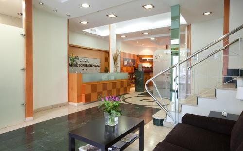 The lobby or reception area at Hotel Madrid Torrejon Plaza