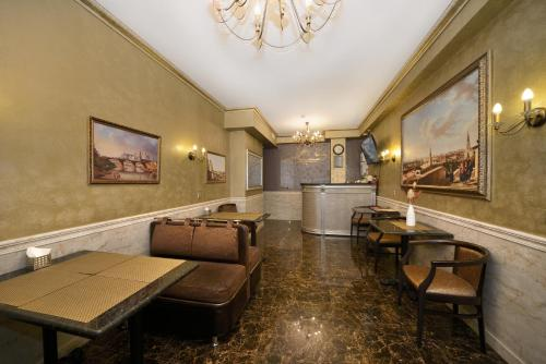 Лаундж или бар в Angelina Hotel