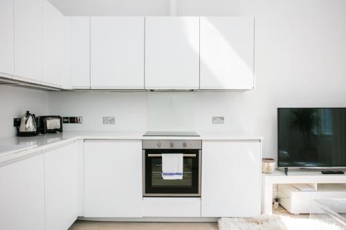 Cuisine ou kitchenette dans l'établissement New Paddington Apartment Next to Hyde Park