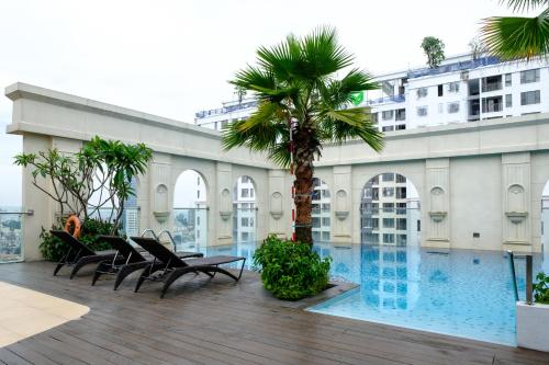 The swimming pool at or near Awesome CBD Luxury Apartment Icon56 Rooftop Pool (1BR-2BR-3BR)
