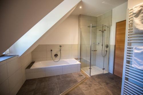 Ein Badezimmer in der Unterkunft Brunnerhof-Schrof