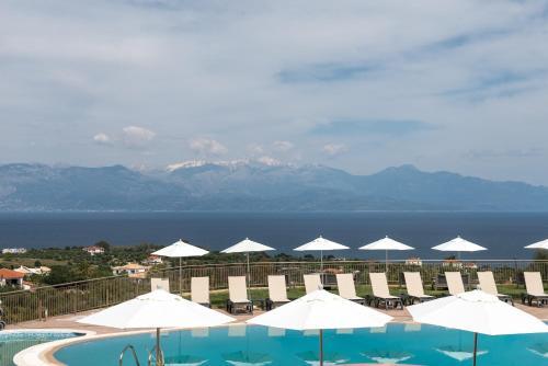 Изглед към басейн в Baywatch Hotel или наблизо