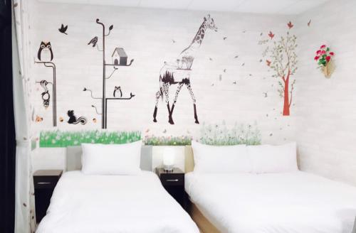 A bed or beds in a room at Frank