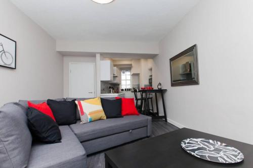 1 Bedroom Apartment With Balcony in Royal Mile