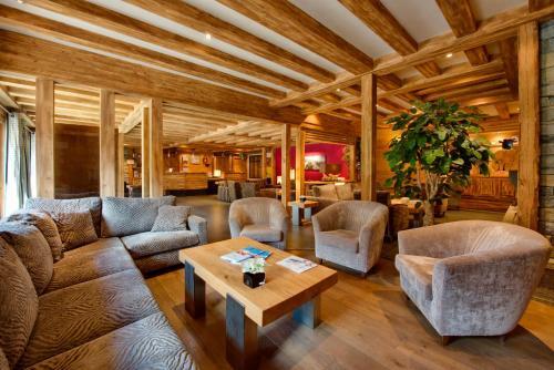 The lounge or bar area at CGH Résidences & Spas Les Chalets d'Angèle