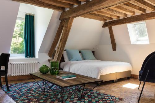 A bed or beds in a room at Le Manoir de la Plage / Adults Only