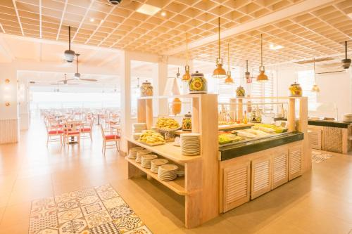 Een restaurant of ander eetgelegenheid bij Royal Decameron Montego Beach Resort - ALL INCLUSIVE