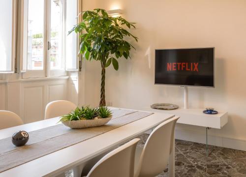 TV o dispositivi per l'intrattenimento presso Art View Luxury Apartment