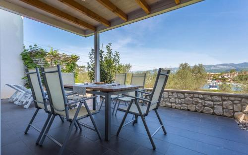 A balcony or terrace at Apartment Trava