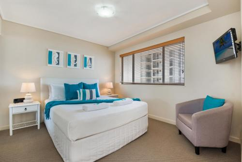 A bed or beds in a room at Seamark on First