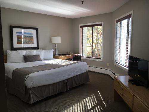 A bed or beds in a room at North Star Lodge & Resort