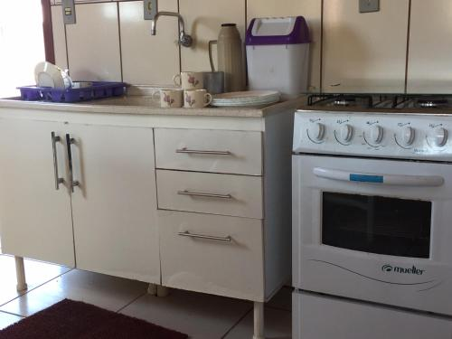 A kitchen or kitchenette at Casa de Praia Araranguá