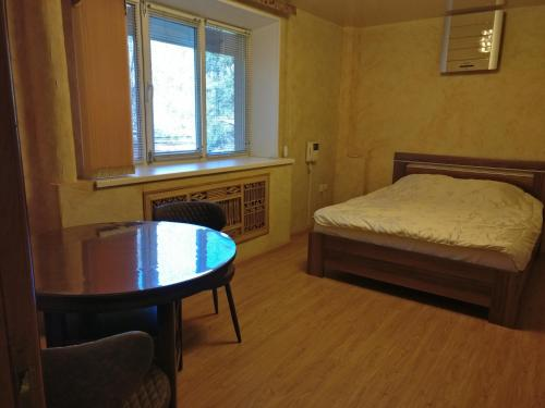 A bed or beds in a room at Apartment on Posyetskaya 13