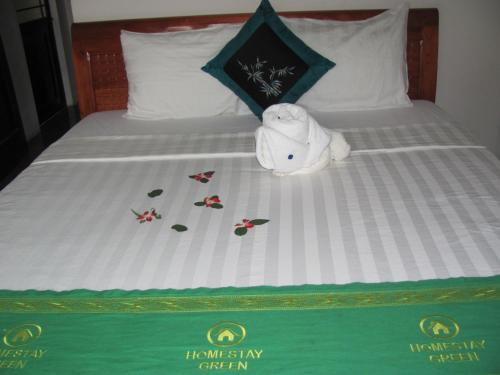 A bed or beds in a room at Sac Xanh Homestay