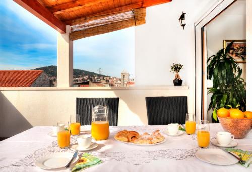 Breakfast options available to guests at Luxury Apartment Matkovic