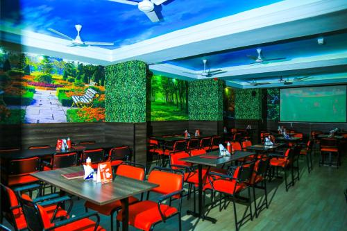 A restaurant or other place to eat at Komfort Terraces Bangalore